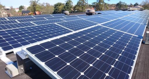 Vår solcellspark driver kontor och elbilar